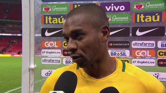 """Fernandinho admite dificuldade contra """"zaga alta"""", mas faz balanço positivo"""
