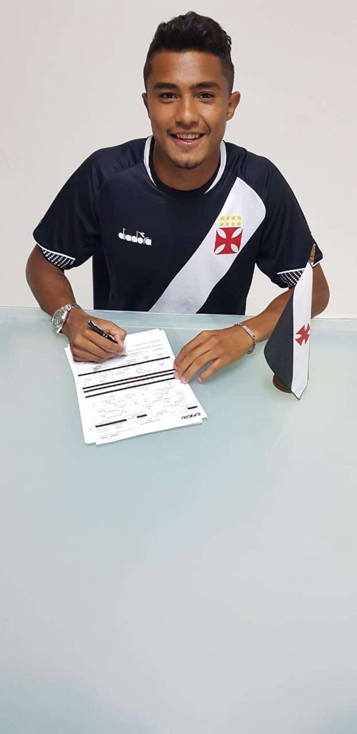 Ex-Barcelona assina contrato de um ano com o Vasco e ficará no time sub-20   b63d4242051b5
