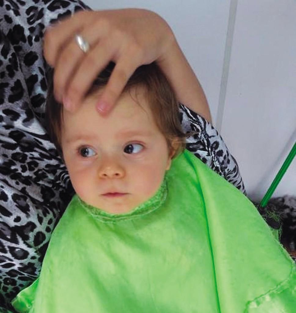 Menino cortando cabelo (Foto: Arquivo pessoal)