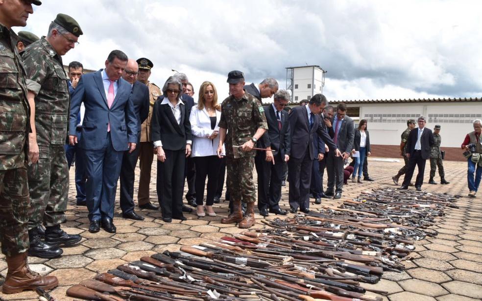 Ministra Cármen Lúcia acompanha destruição de armas no Exército em Goiânia (Foto: Vitor Santana/G1)