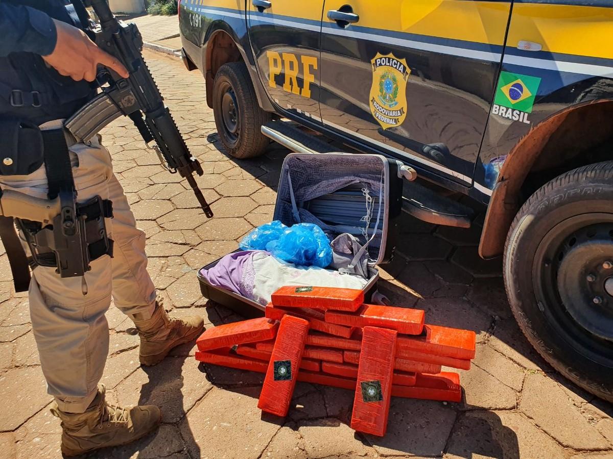 Homem é preso com 16 barras de maconha na BR-153 – G1