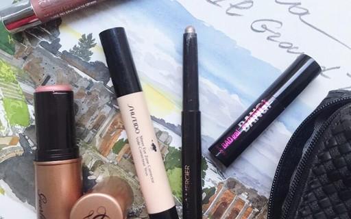 5 cosméticos-curingas para colocar no nécessaire de viagem