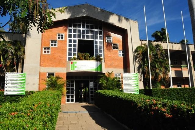 PF deflagra operação contra servidor do IFPB que ameaçou atentado com arma de fogo