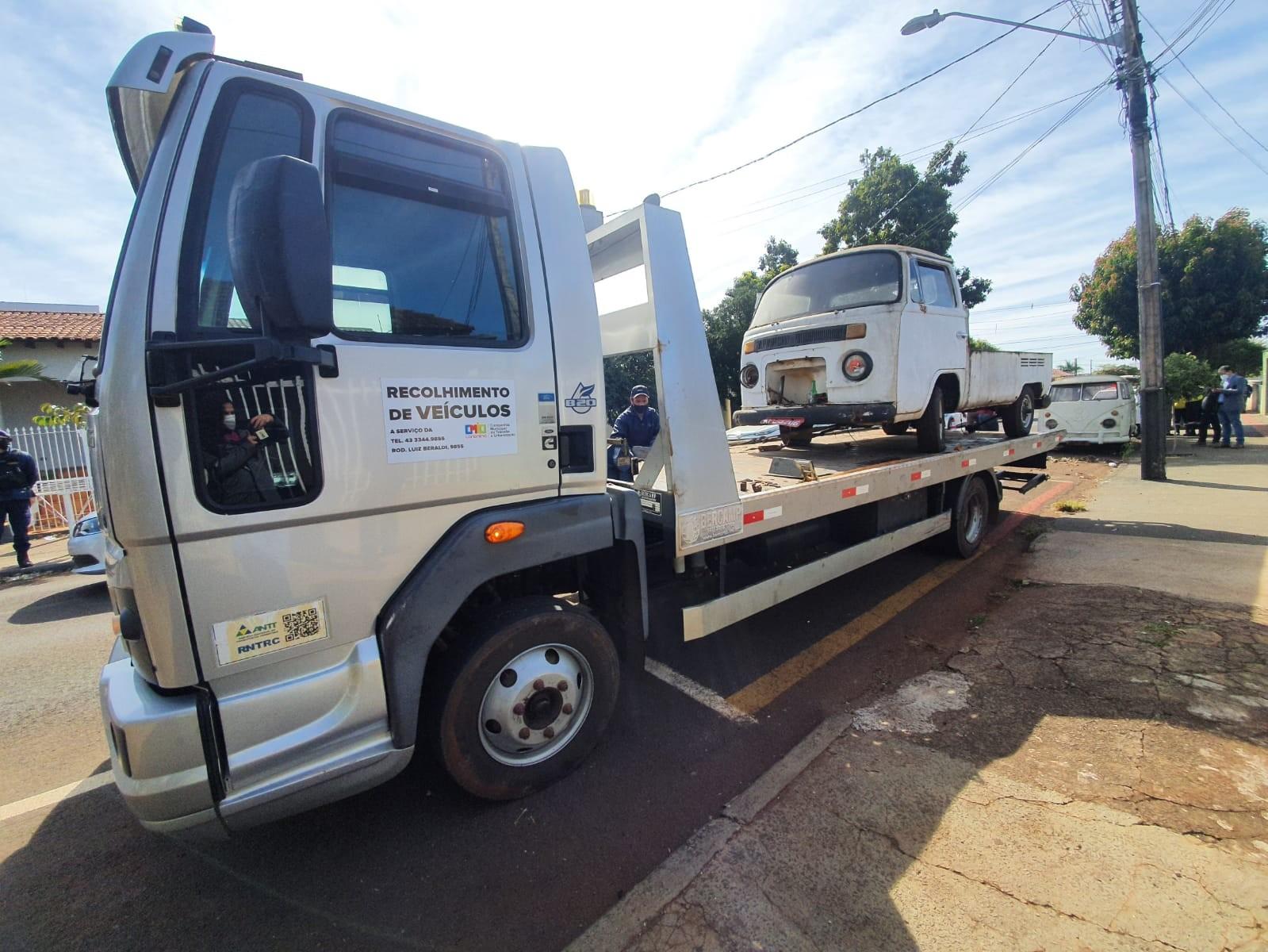Empresa começa a recolher 1.200 carcaças ou veículos abandonados em ruas e avenidas de Londrina