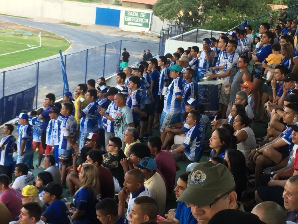 Torcida do Parnahyba comparece em bom número no Verdinho  (Foto:  GloboEsporte.com)