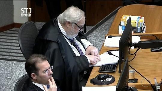 STJ mantém condenação de Lula e reduz pena para 8 anos e 10 meses