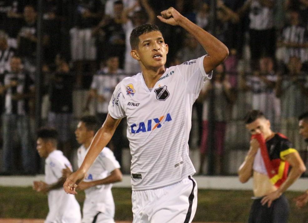 Atacante tem 10 gols na temporada (Foto: Andrei Torres/ABC)