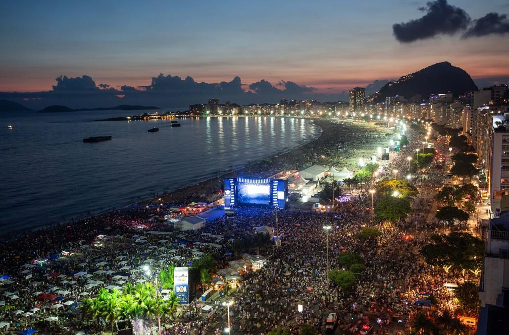 Multidão lota a praia de Copacabana, que recebeu 2,8 milhões de pessoas no réveillon — Foto: Fernando Maia/Riotur