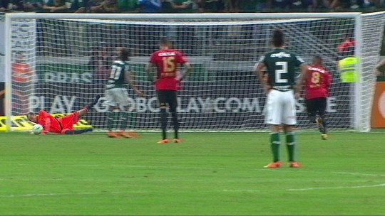 """Magrão, após 32º pênalti defendido pelo Sport: """"Tinha que pegar"""""""