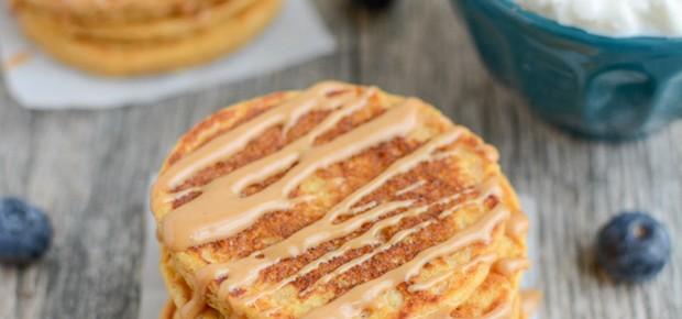 Panqueca de batata doce com queijo cottage e pasta de amendoim (Foto: Mantiqueira)