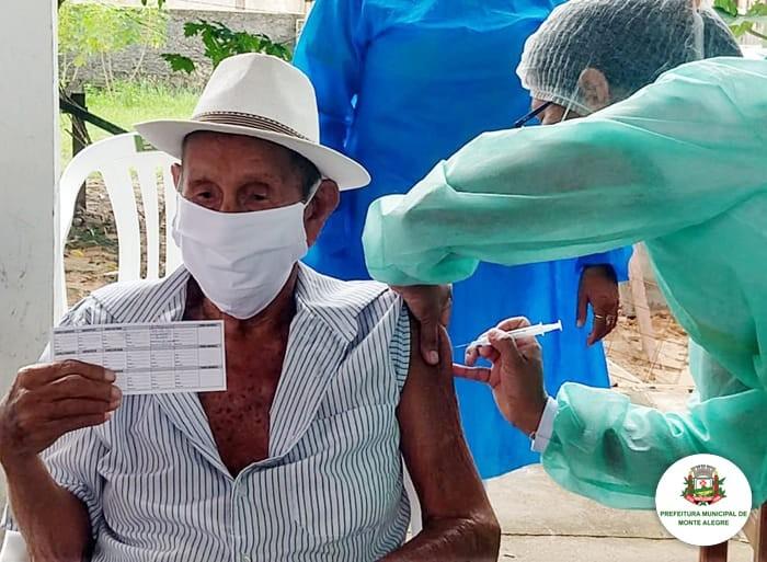 Idosos com mais de 80 anos começam a ser imunizados contra a Covid-19 em Monte Alegre