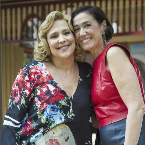 Ana Beatriz Nogueira e Lília Cabral nos bastidores de 'O Sétimo Guardião'  (Foto: TV Globo/Paulo Belote)