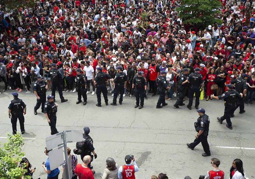 Policiais trabalham na festa do Tronto Raptors no centro de Toronto — Foto: Reuters/Nick Turchiaro-USA TODAY Sports