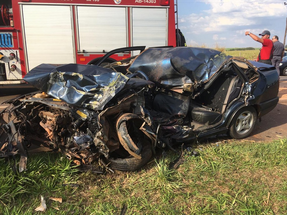 Condutor do carro com placas de Paulicéia morreu no local do acidente — Foto: Carlos Volpi/TV Fronteira