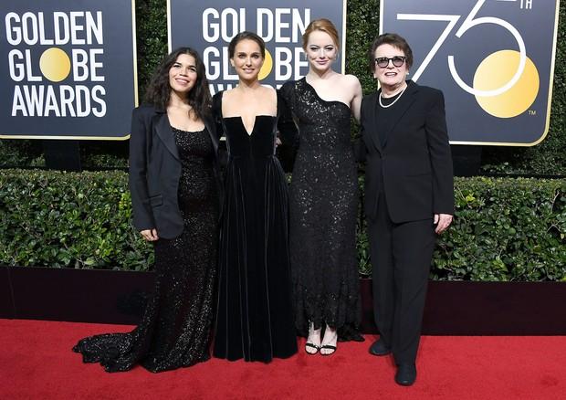 America Ferrera, Natalie Portman, Emma Stone e a tenista Billie Jean King no Globo de Ouro de 2018 (Foto: Getty Images)
