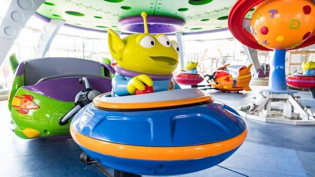 Alien Swirling Saucers, a atração inspirada nos marcianinhos de Toy Story (Foto: Divulgação)