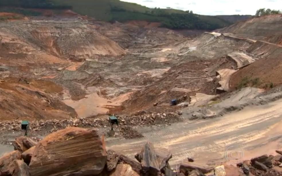 Barragem de Fundão se rompeu no dia 5 de novembro, em Mariana — Foto: Reprodução/TV Globo