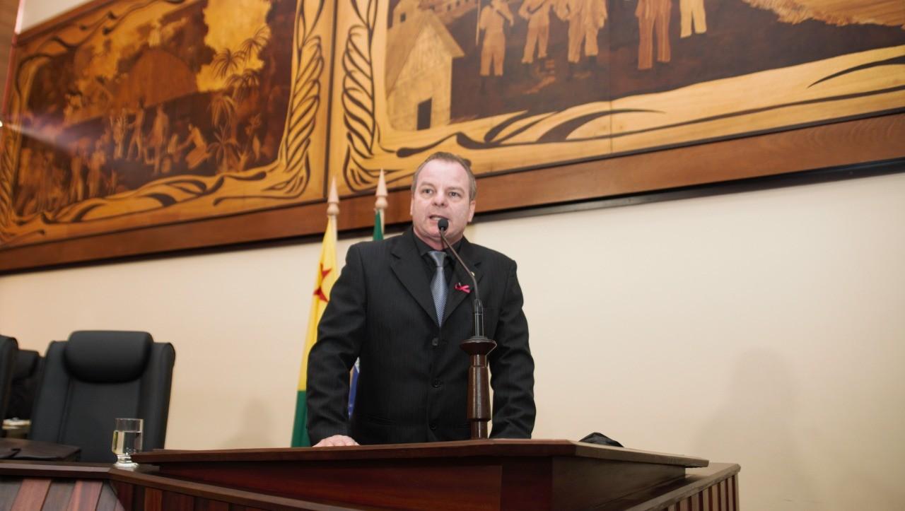 Líder do governo na Aleac, Pedro Longo defende desburocratização do licenciamento ambiental