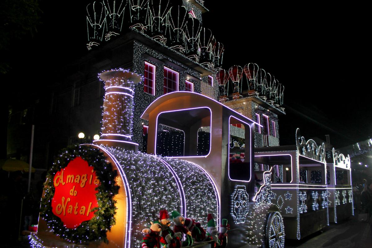 Quarto final de semana da 'Magia do Natal' conta com desfiles de Papai Noel e shows