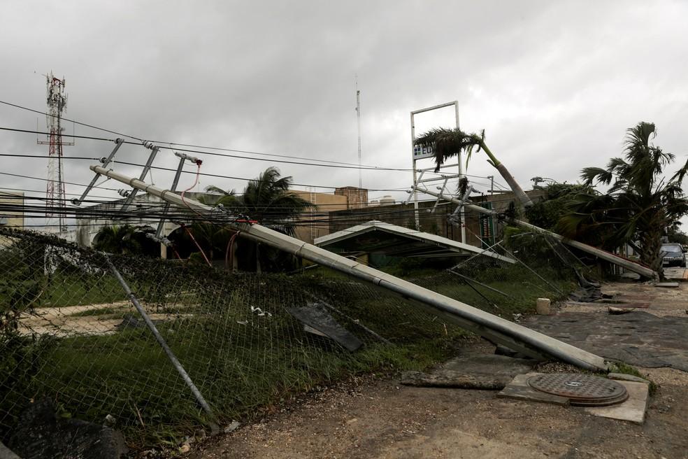 Furação Delta atinge a costa sudeste do México e provoca destruição em comércios e residências na quarta (7) — Foto: Henry Romero/Reuters