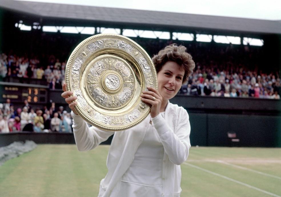 Maria Esther Bueno vence Margaret Smith e é campeã em Wimbledon 1964 — Foto: Don Morley/EMPICS via Getty Images