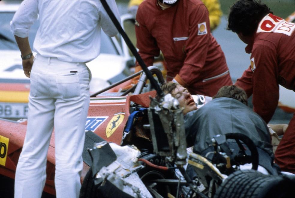 Didier Pironi teve múltiplas fraturas nas pernas após acidente em Hockenheim, em 1982 — Foto: Getty Images