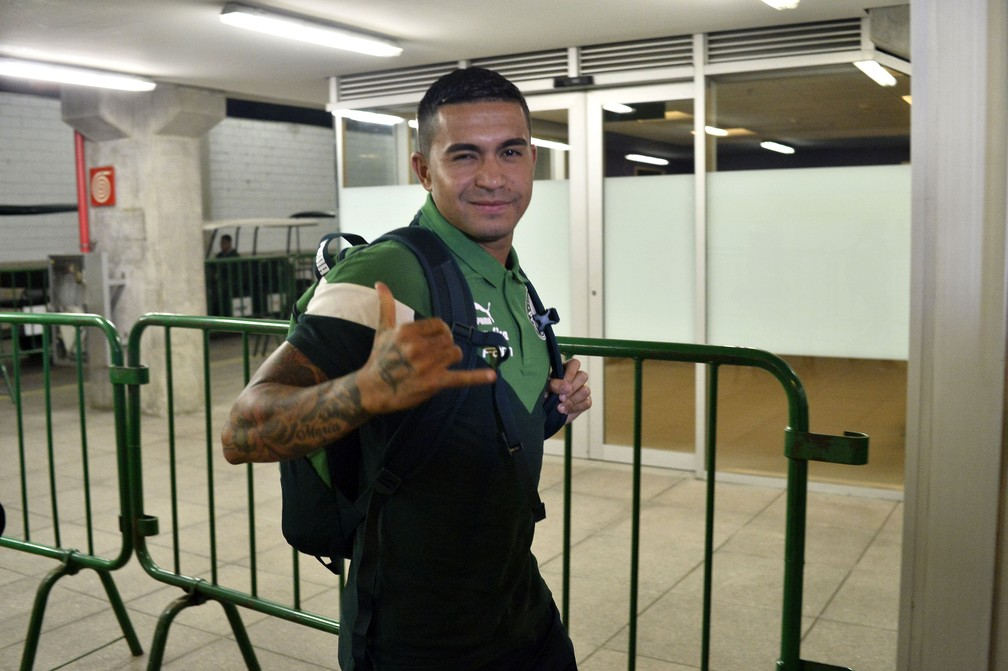 Vai voltar? Dudu volta para o Catar com futuro incerto, e Palmeiras aguarda decisão do Al Duhail