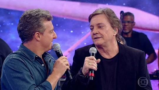 Fábio Jr. surpreende fã no palco do 'Caldeirão'