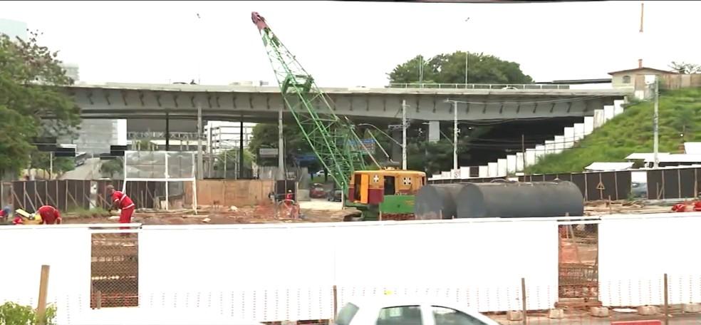 Obras na Avenida Vilarinho estão na fase de acabamento e devem ser concluídas até dezembro deste ano, diz Sudecap.— Foto: MG1 - TV Globo