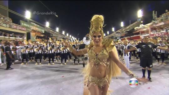 Paloma Bernardi brilha como rainha de bateria da Grande Rio