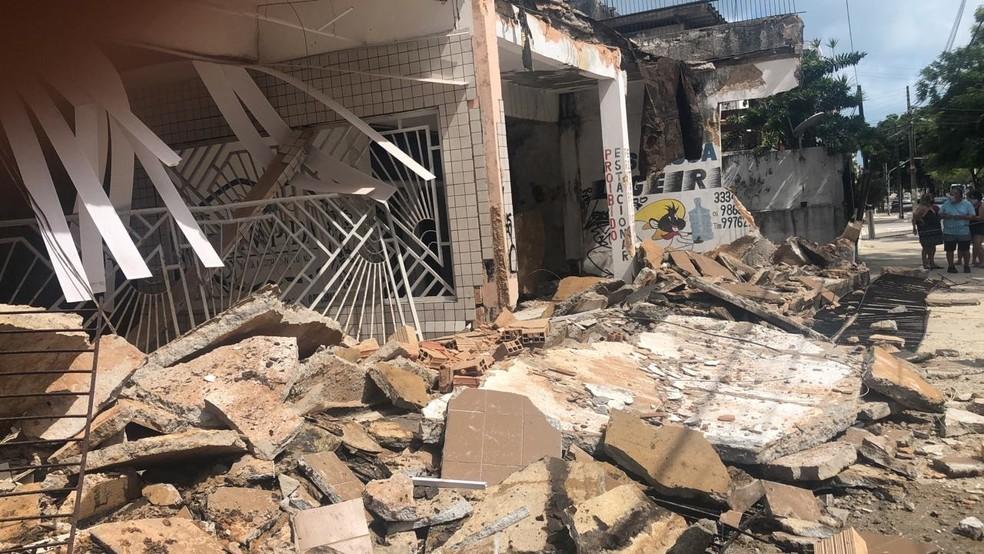 Desabamento ocorreu na manhã desta quarta-feira em Fortaleza — Foto: Fabiane de Paula/SVM