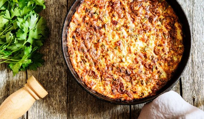 Aprenda a preparar arroz de forno com cenoura, ervilhas e carne moída