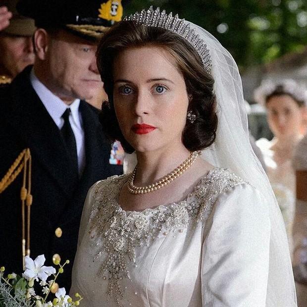 Claire Foy como Rainha Elizabeth II em The Crown (Foto: Reprodução)