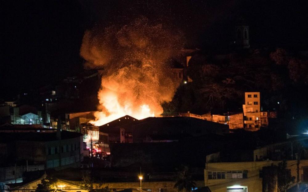 Foto de morador mostra incêndio visto de longe (Foto: Reprodução/Wendell Wagner)