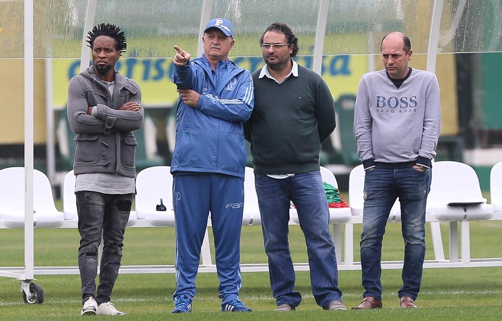 Zé Roberto ao lado de Felipão, Alexandre Mattos e Cicero Souza na Academia — Foto: Cesar Greco / Ag. Palmeiras