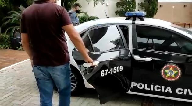 Polícia prende em SC influenciador digital por suspeita de estupro de vulnerável