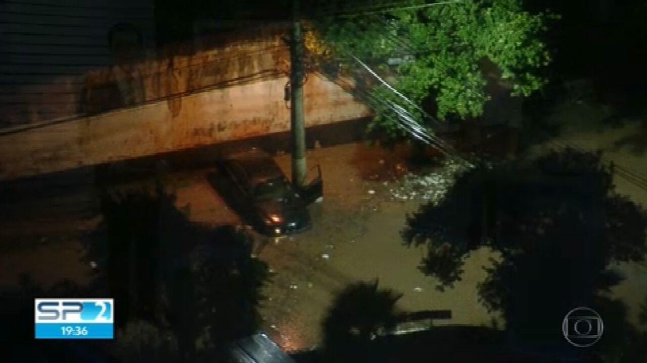 Chuva forte causa 52 pontos de alagamento em São Paulo