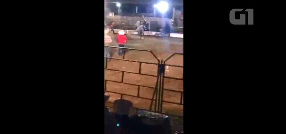 Peão morre após ser pisoteado por touro em rodeio de Rondônia: VÍDEO - Notícias - Plantão Diário