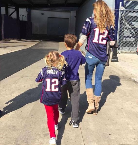 A top Gisele e os filhos Benjam e Vivian em 2017 (Foto: Reprodução Instagram)