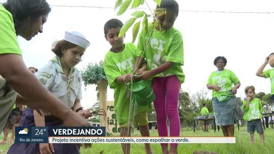 Moradores de Santa Cruz participam de ação para espalhar verde nas ruas e casas do bairro