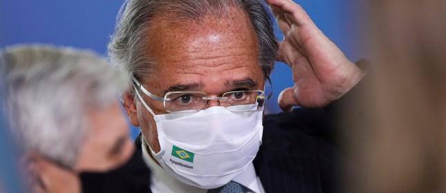 O ministro da Economia do Brasil, Paulo Guedes, antes de uma cerimônia no Palácio do Planalto em Brasília