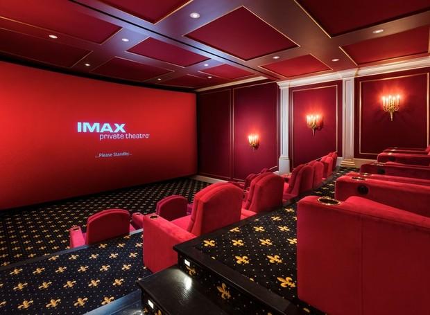 O cinema possui tecnologia 3D-IMAX (Foto: Top Ten Real Estate Deals/ Reprodução)