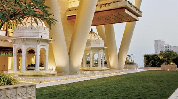 O empreendedor construiu um templo hindu dentro do prédio (Foto: Reprodução)