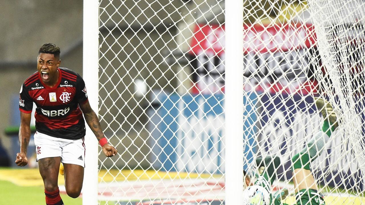 Gol do Flamengo! Depois de um contra-ataque veloz Bruno Henrique recebe de Arrascaeta e manda de cabeça para o fundo do gol, aos 2 do 1º tempo