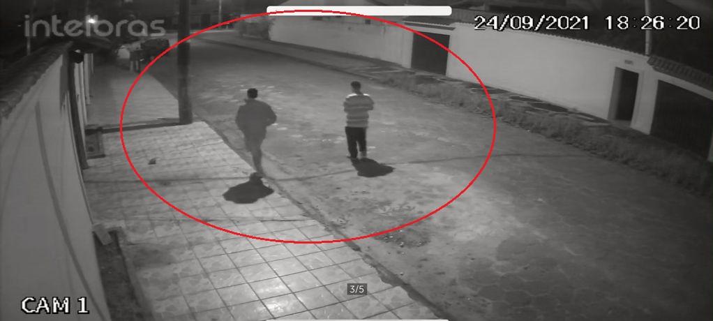 Vídeo mostra dupla indo à residência para cometer assalto que resultou na morte de pedreiro e adolescente no litoral de SP