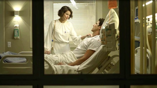 Régis expulsa Josiane do hospital: 'Sai de perto de mim!'