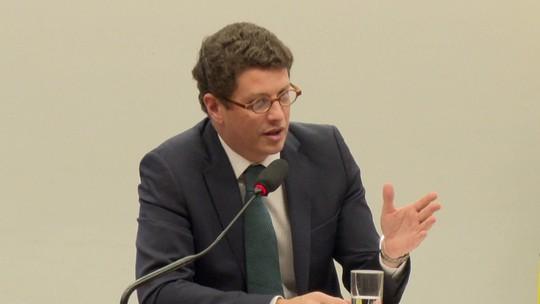 Salles sobre suspensão no Novo: 'Quem não reza a cartilha do Amoedo, ele boicota'