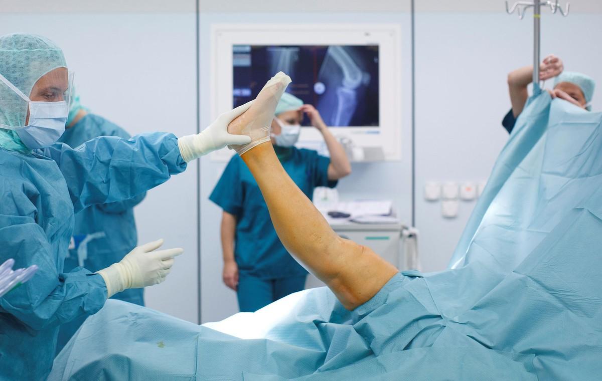 Guerras robóticas: cirurgia de joelho é novo campo de batalha para empresas