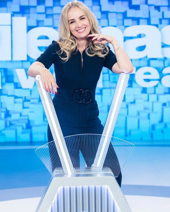 Angélica no cenário do seu novo programa (Foto: TV Globo/João Miguel Jr.)