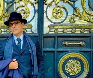 Rodrigo Lombardi em Buenos Aires como Guimarães Rosa   Reprodução/Instagram